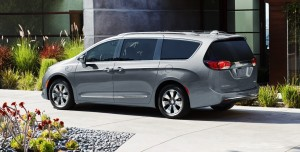 2019-chrysler-pacifica-gallery-exterior-02.jpg.image.1440